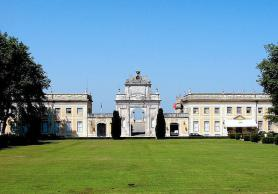 Portugalské město Sintra s palácem Tivoli Palácio de Seteais