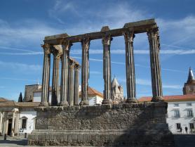 Portugalské město Evora a Římský chrám