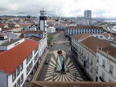 Město Ponta Delgada na ostrově São Miguel